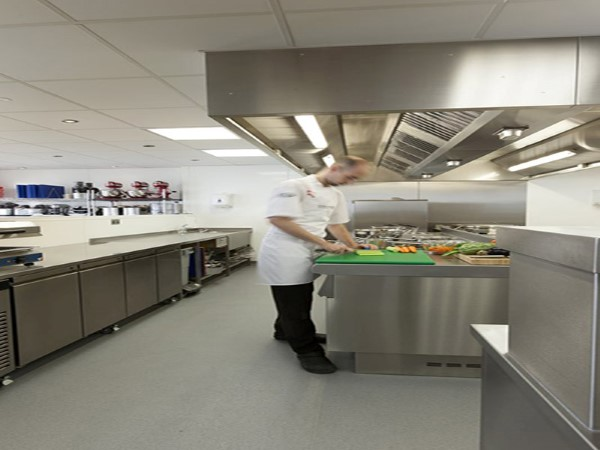 Suelo antideslizante para cocinas industriales altro k30 - Suelos para cocinas industriales ...